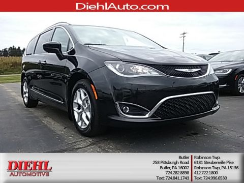 New 2017 Chrysler Pacifica Touring L FWD 4D Passenger Van